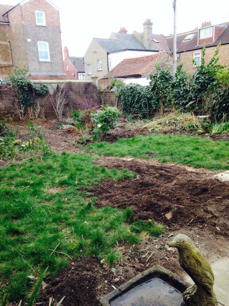 1-garden-makeover-before-1